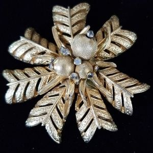Vintage Mid Century Goldtone Flower Brooch Pin